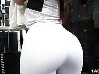 Booty Keisha Grey Gets her tits Fucked At The Gym