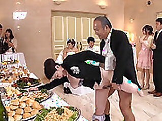 Asian becawesh move her wedding day to a special Japanese